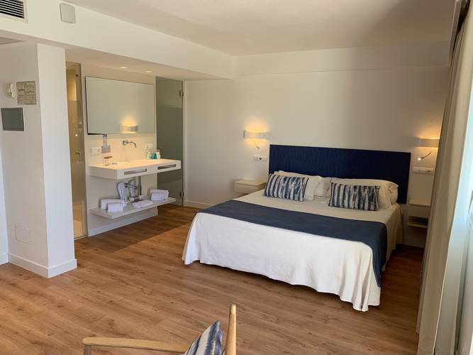 Sea view junior suite blau punta reina family resort majorca