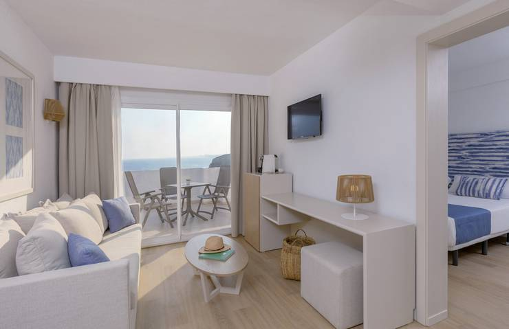Sea view junior suite blau punta reina junior suites  majorca