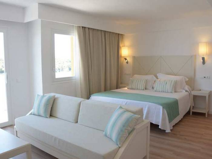 Junior suite vista mar cala romántica blau punta reina resort mallorca