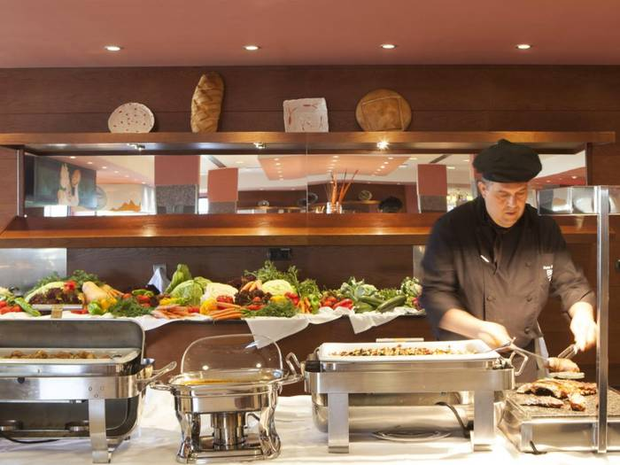 Restaurant buffet blau punta reina junior suites  majorca