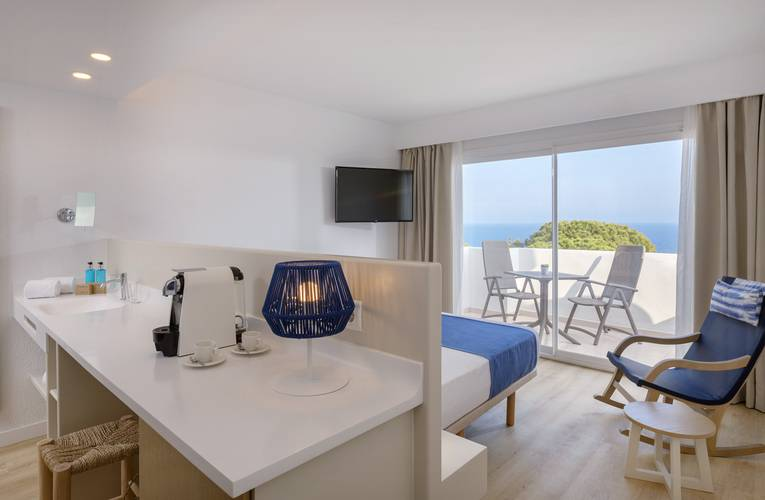 Double room sea front view deluxe blau punta reina resort majorca