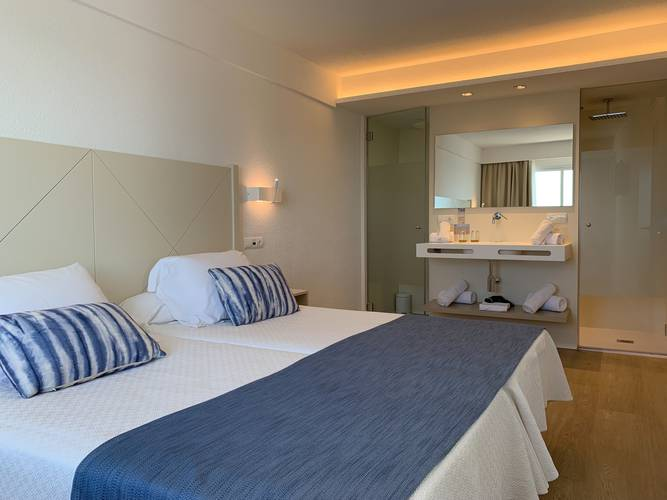 Double room deluxe blau punta reina family resort majorca