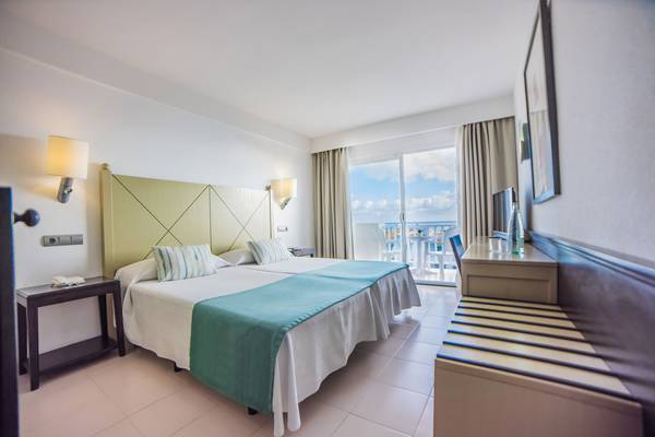 Double Room with Sea Views Blau Punta Reina Resort in Majorca