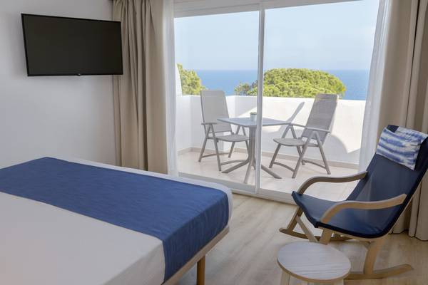 Double Room Sea Front View Deluxe Blau Punta Reina Resort in Majorca